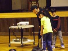 20080520mizugame_motiagerarezu_sennsei_tedasuke.jpg