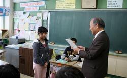 平和通小学校で募金贈呈式が行なわれました - 北海道ユニセフ協会 ...